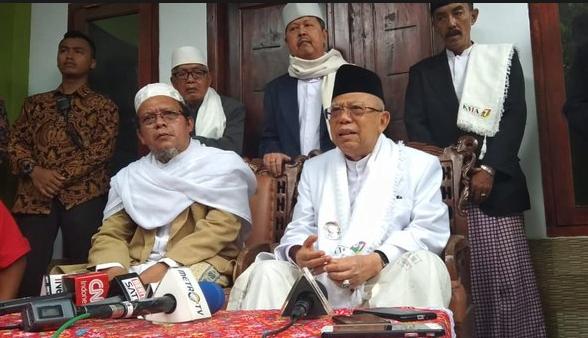 KH Ma'ruf Amin saat berikan penjelasan kepada wartawan.