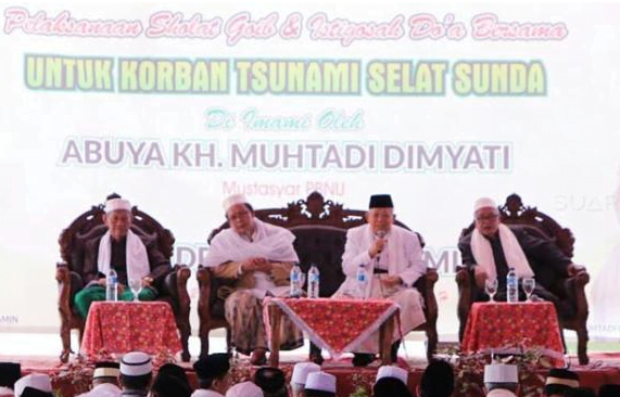 Cawapres nomor urut 1 Ma'ruf Amin dalam acara doa bersama untuk korban bencana tsunami Selat Sunda, di Pondok Pesantren Malnu, Menes, Pandeglang, Banten, Sabtu (29/12/2018).
