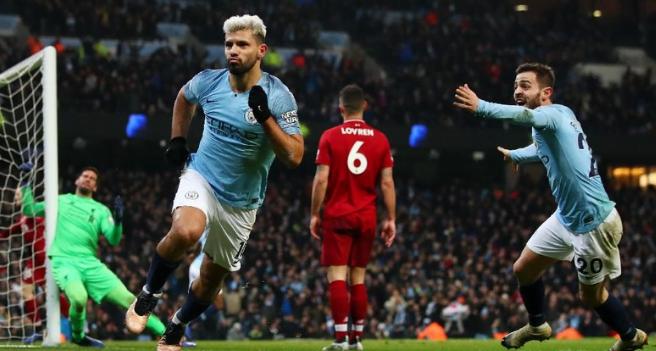 Sergio Aguero luapkan kegembiraan usai cetak gol ke gawang Liverpool.