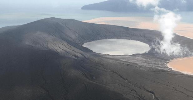 Penampakan gunung anak krakatau, Minggu (13/1/2019).