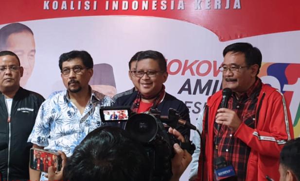 Hasto dan Djarot saat jawab pertanyaan wartawan di Surabaya.