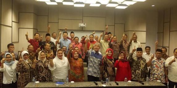 Ganjar Pranowo bersama Wali Kota dan Bupati se Jawa Tengah Siap Menangkan Jokowi-Maruf.