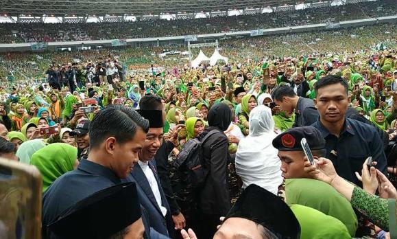 Presiden Joko Widodo ( Jokowi ) menghadiri perayaan Hari Lahir Muslimat Nahdlatul Ulama (NU) yang ke-73 di Gelora Bung Karno ( GBK ) Jakarta, Minggu (27/1/2019).