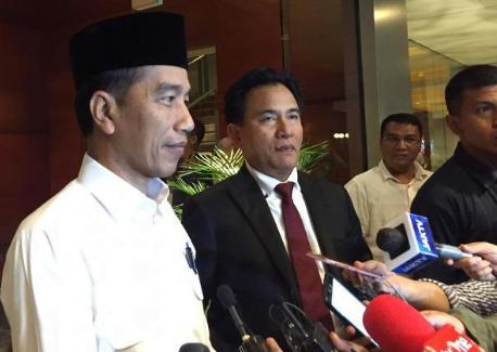 Jokowi dan Yusril saat jawab pertanyaan wartawan.