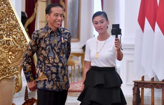 Jokowi dan Agnes Mo.