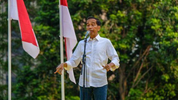 Jokowi saat sampaikan pidato di acara deklarasi alumni Universitas.