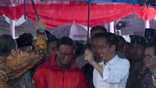 Jokowi saat bersama Anies Baswedan. (Biro Pers Setpres)