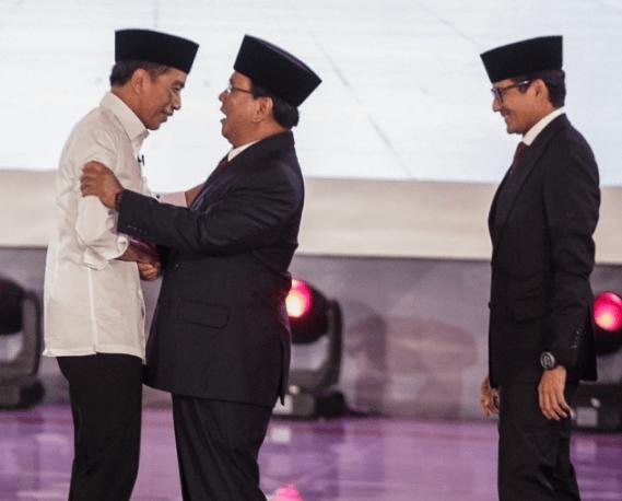 Jokowi dan Prabowo usai debat Capres-Cawapres.