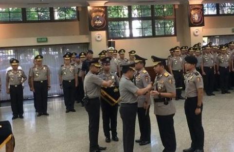 Kapolri Jenderal Tito Karnavian melantik sejumlah pamen Polri di Ruang Rupatama Mabes Polri, Jakarta Selatan, Jumat (4/1/2019).