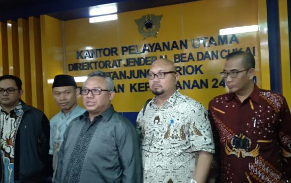 Ketua KPU Arief Budiman saat berikan penjelasan kepada wartawan.