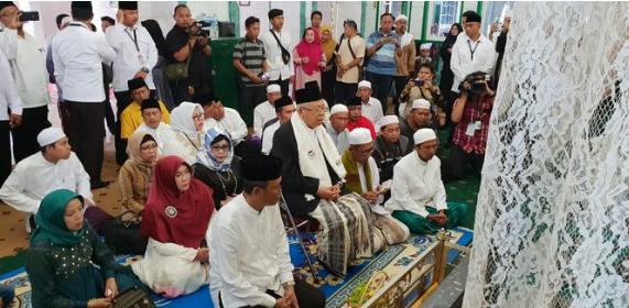 Maruf Amin ziarah ke makam Syekh Muhammad Arsyad al-Banjari.