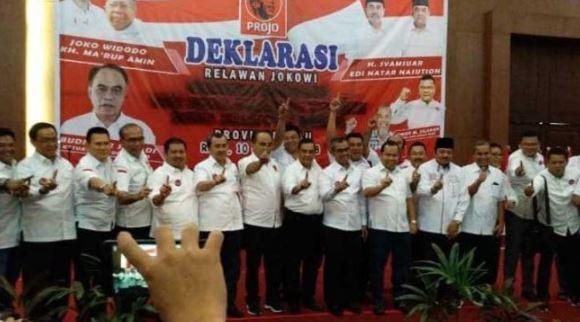 Sejumlah kepala daerah di Riau berfoto bersama usai deklarasi dukung Capres-Cawapres Jokowi-Maruf Amin, Rabu (10/10/2018) di Pekanbaru.(Dok. Istimewa)