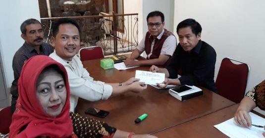 TKD Jokowi-Amin saat melapor ke Bawaslu.