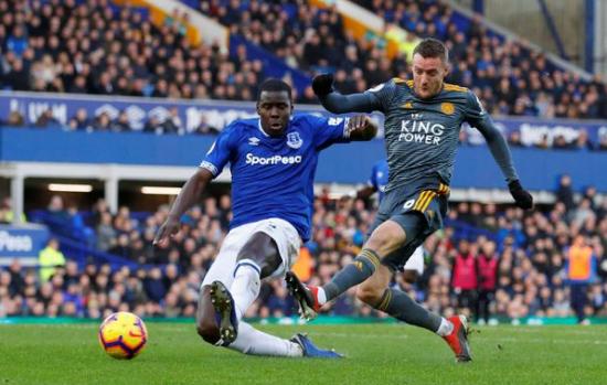 Jamie Vardy cetak gol untuk menangkan Leicester City.