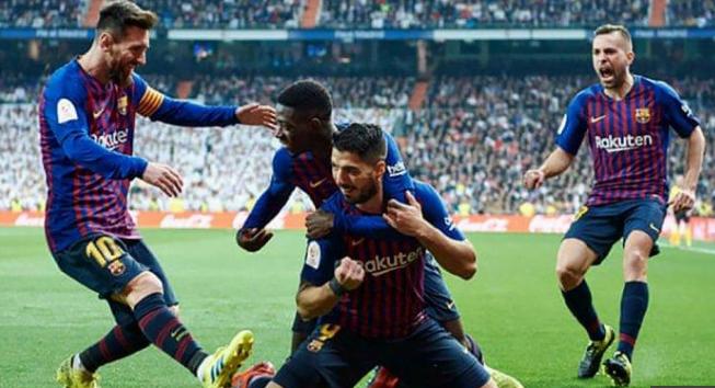 Selebrasi para pemain Barca usai kalahkan Real madrid 3-0.