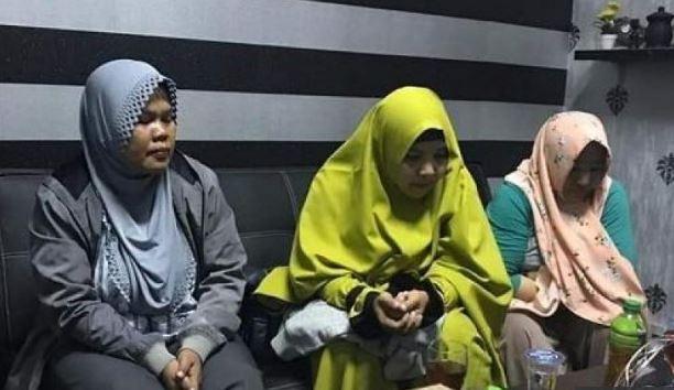 Tiga emak-emak yang diamankan Polda Jabar.
