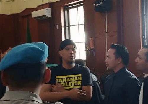 Ahmad Dhani saat di sidang di PN Surabaya.