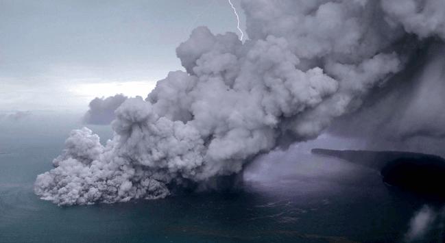 Erupsi Gunung Anak Katatau.
