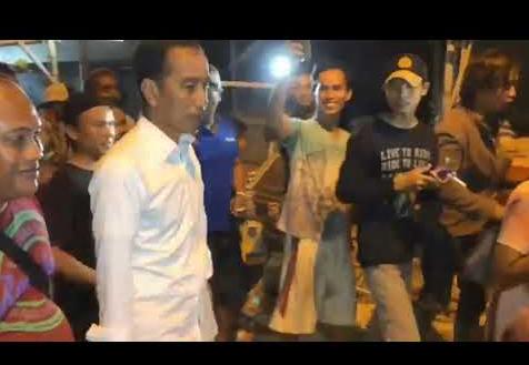 Presiden Jokowi saat sidak ke Tambak Lorok Semarang.
