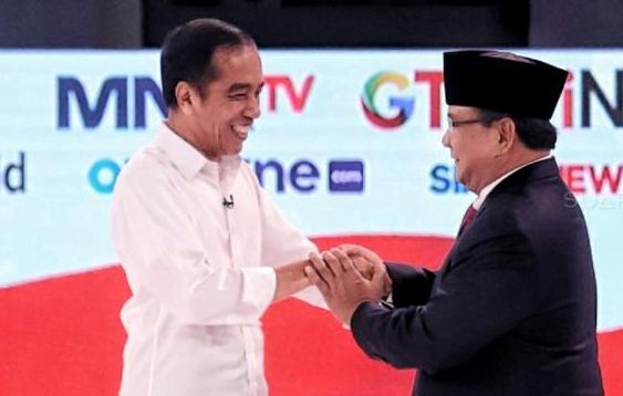 Jokowi dan Prabowo usai debat.