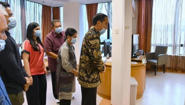 Foto: Jokowi jenguk Ani Yudhoyono (Laily Rachev - Biro Pers Sekretariat Presiden)