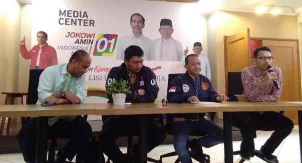 Wakil Ketua Pelaksana Konvensi Rakyat, Bahlil Lahadalia (kedua dari kanan).