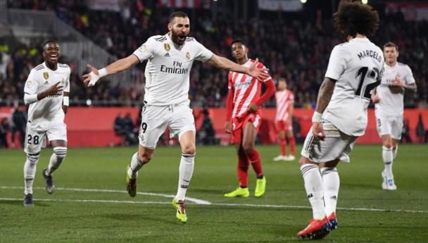 Karim Benzema lakukan selebrasi usai cetak gol.