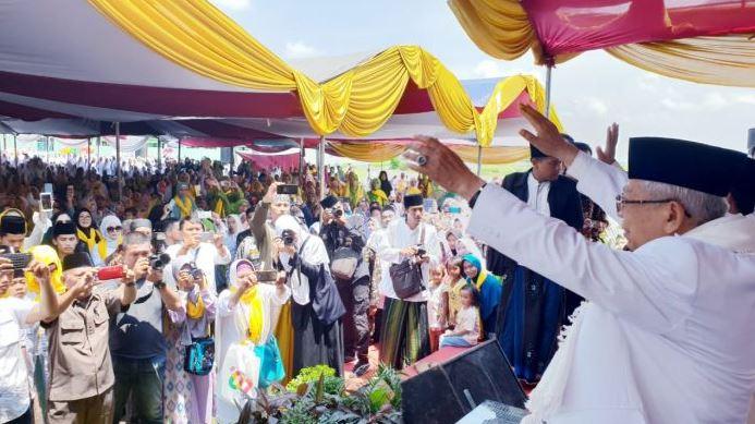 KH Maruf Amin dalam safari politik di Ponpes Babakan Ciwaringin, Cirebon(Foto: Istimewa).