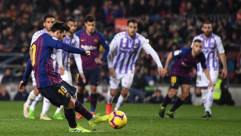 Lionel Messi menangkan Barcelona atas Real Valladolid lewat penalti.