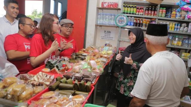 Tsamara saat belanja di pasar.