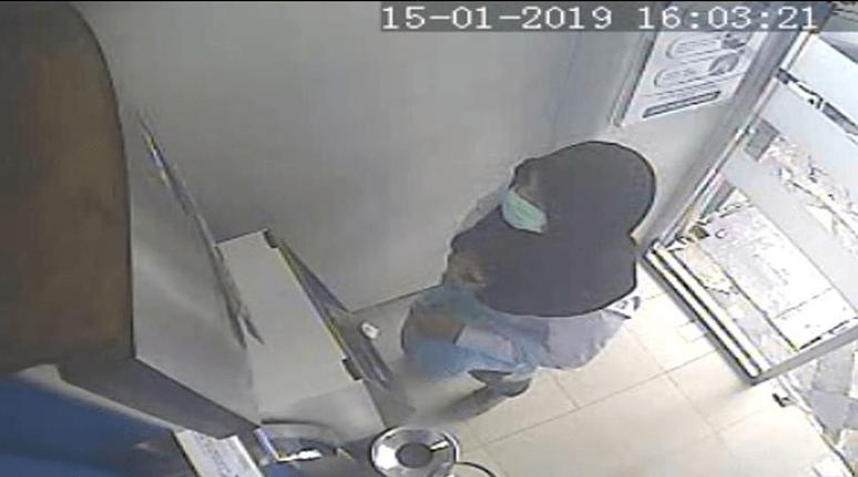 Penampakan Ramyadjie Priambodo saat membobol ATM. (Foto: Istimewa)