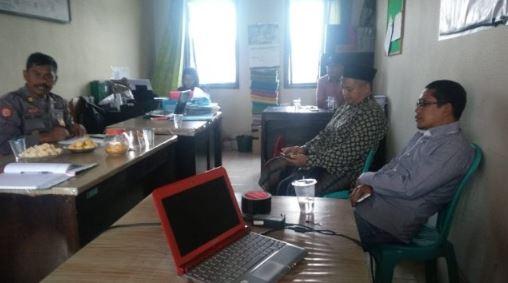 Ustaz Supriyanto saat ditangkap di Polsek terkait kasus kampanye hitam.