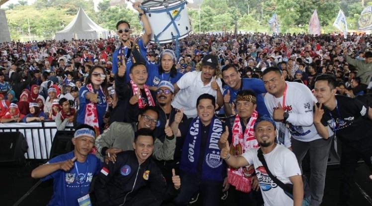 Erick Thohir bersama Bobotoh Bandung.