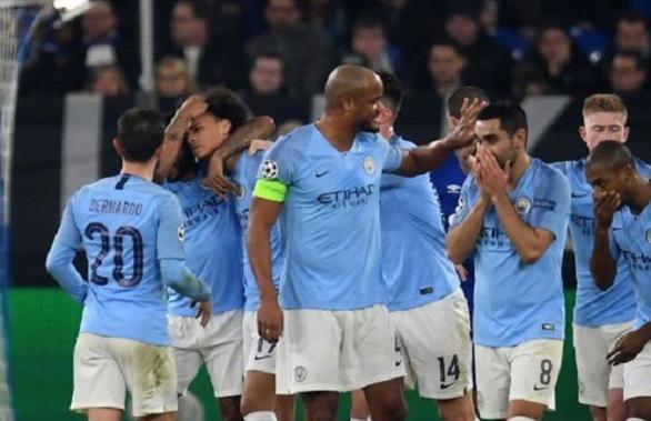 Selebrasi para pemain City usai kalahkan Schalke di leg pertama babak 16 besar Liga Champions.