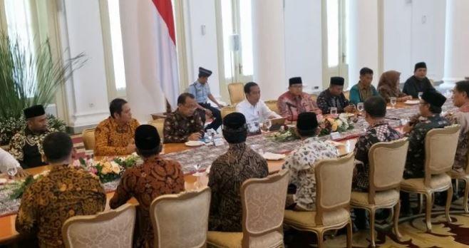 Ormas FBR bertemu Presiden Jokowi di Istana Bogor.