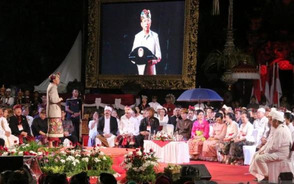 Gubernur Bali Wayan Koster saat menyampaikan sambutan pada acara tatap muka dan ramah tamah Presiden dengan tokoh masyarakat Bali.