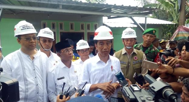 Ditemani TGB, Jokowi Tinjau Pembangunan Rumah Tahan Gempa di Lombok.