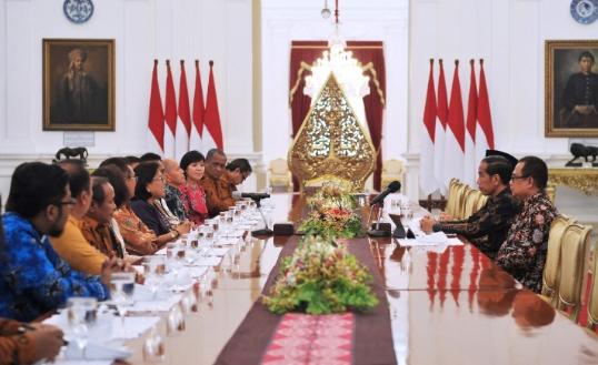 Presiden Joko Widodo saat menerima Perwakilan dari Persatuan Gereja Indonesia (PGI) di Istana Negara.