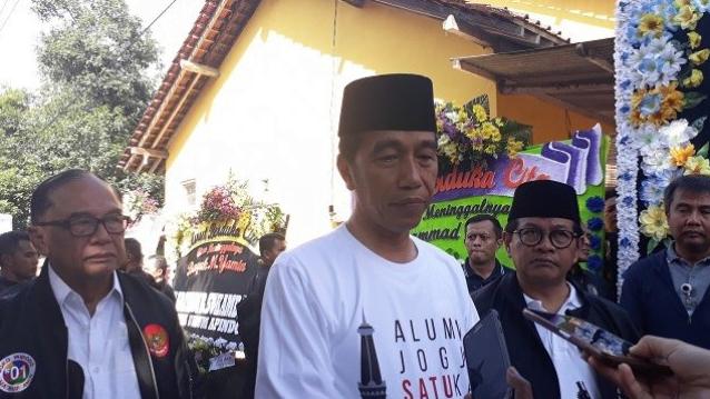 Jokowi saat melayat ke rumah Ketua Seknas Pemenangan M Yamin, Sabtu (23/3/2019).