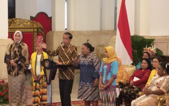 Presiden Jokowi bersilaturahim dengan perempuan arus bawah di Istana Negara Jakarta, Rabu (6/3/2019).