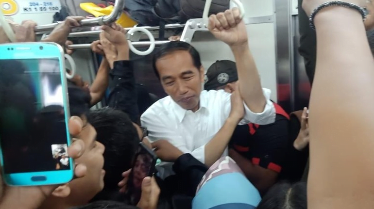 Jokowi naik KRL (Foto: dok. Istimewa)