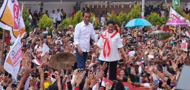 Jokowi dan Iriana saat kampanye di Pontianak.