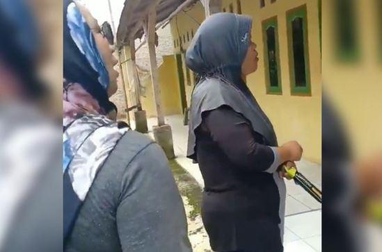 Video kampanye hitam di Karawang.