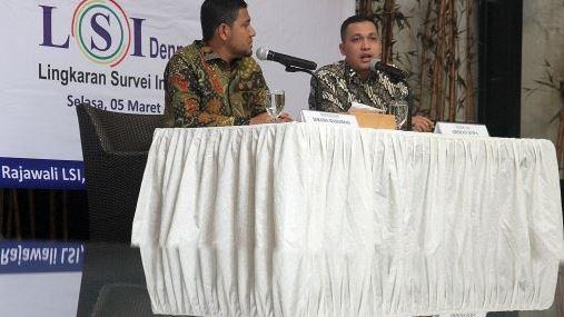 Hasil Lingkaran Survei Indonesia (LSI) Denny JA menyatakan Jokowi - Maruf Amin masih unggul 20 persen.