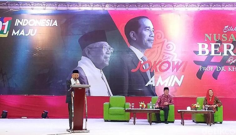 Cawapres Ma'ruf Amin menghadiri silaturahmi dengan pendukungnya di Surabaya, Jawa Timur,