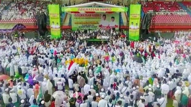 Ma'ruf saat Istigosah Kubro di Stadion Glora Ratu Pamelingan, Pamekasan, Jawa Timur, Selasa (19/3).