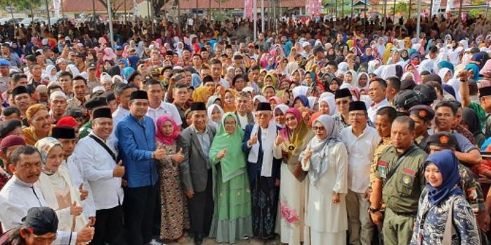 Calon wakil presiden nomor urut 01, Ma'ruf Amin bersama ribuan warga di Padang Lawas Utara (Paluta). Foto: Istimewa.