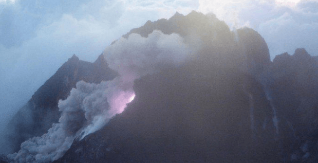 Gunung Merapi.