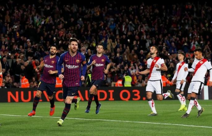 Messi lakukan selebrasi usai cetak gol.