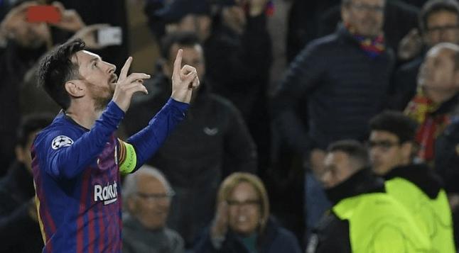 Striker Barcelona, Lionel Messi merayakan golnya saat bertandang ke Real Betis, Minggu (17/3/2019). Messi mencetak tiga gol di laga yang berakhir dengan skor 1-4 itu. (AFP/Lluis Gene)